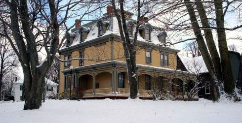 Beaconsfield Historic House in winter